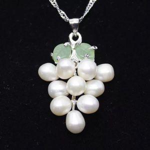 Gatsby Style White Pearl Pendant & Necklace